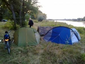 Nachtlager am Elbufer