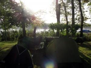 Kleines Lager auf dem Campingplatz