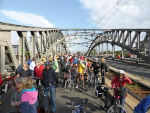 Kreisfahrt 2013: Pause auf der Bornholmer Str./Bösebrücke