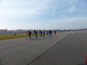 Rennradgruppe auf dem THF