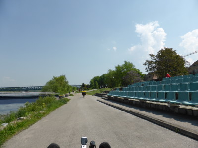 Der Donauradweg kurz vor Wien