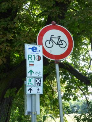 Fernradroute, Radfahren verboten