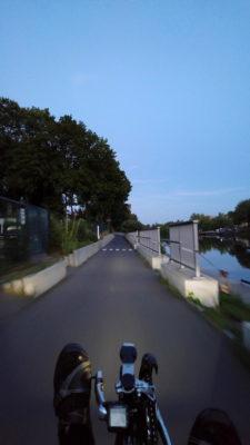 Mit Licht am Kanal