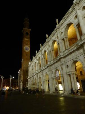 Vicenza bei Nacht