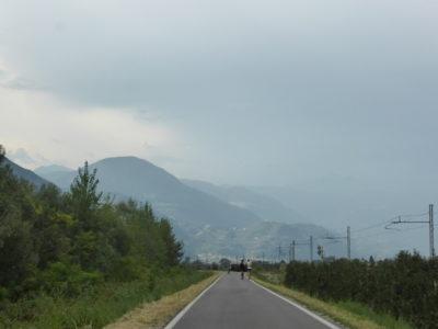 Regen zieht durch die Berge