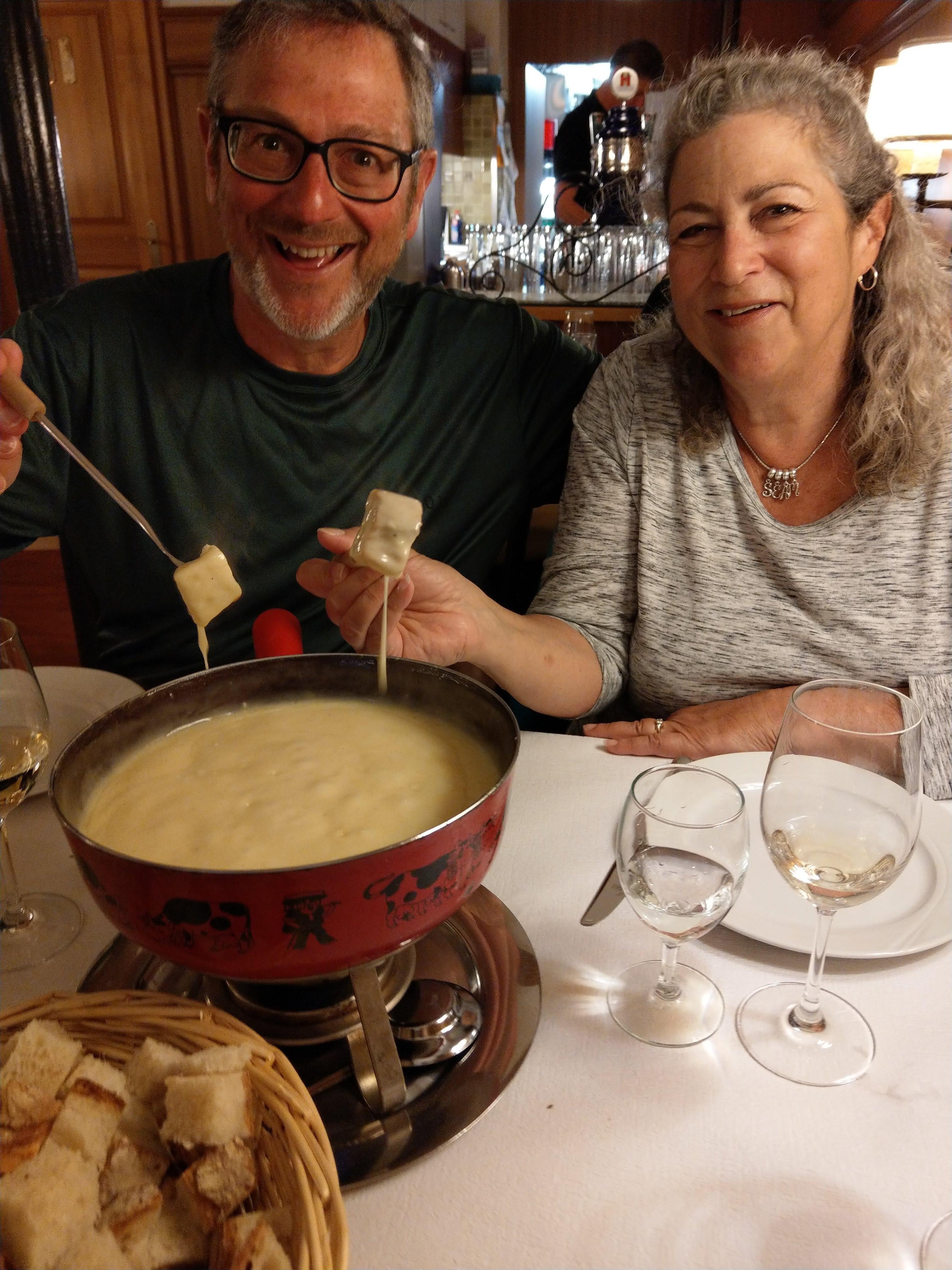 Gary und Marilyn beim Käsefondue
