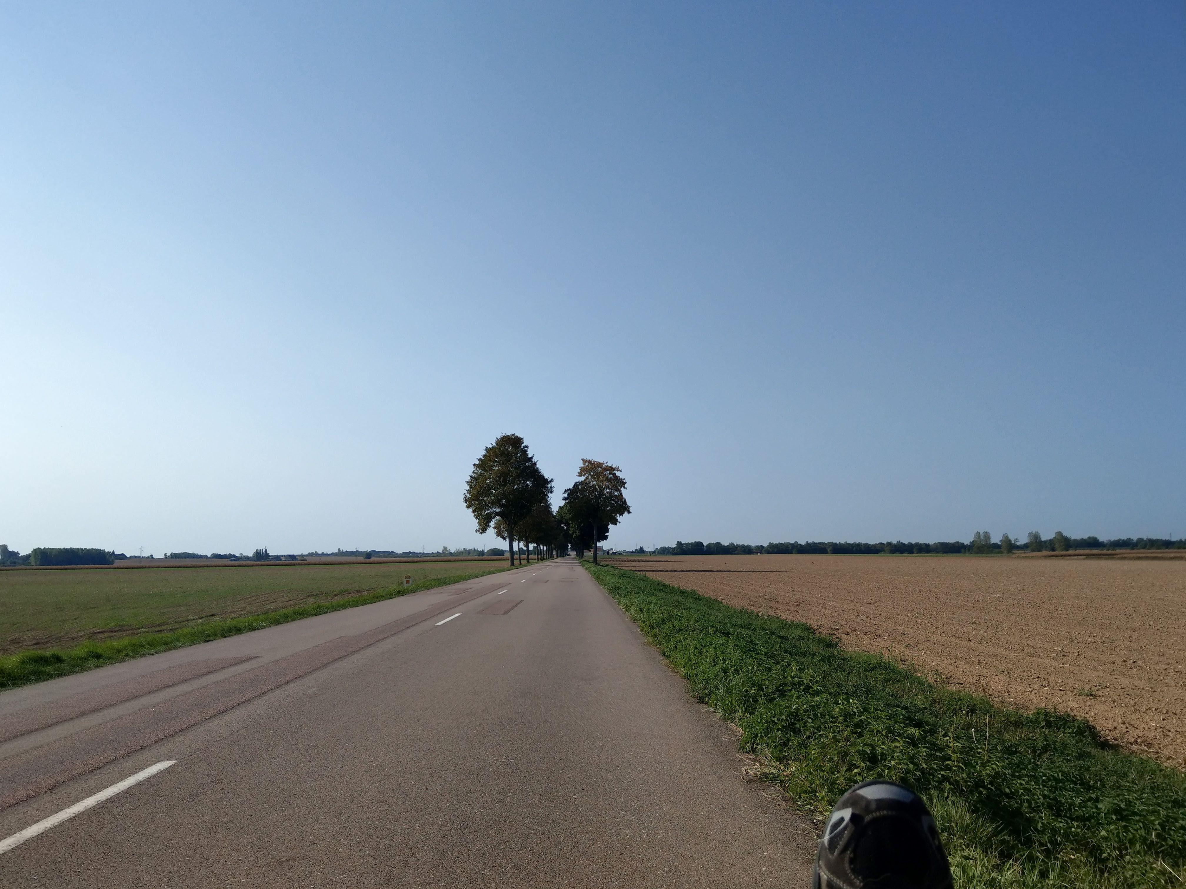 Landstrasse ohne Verkehr