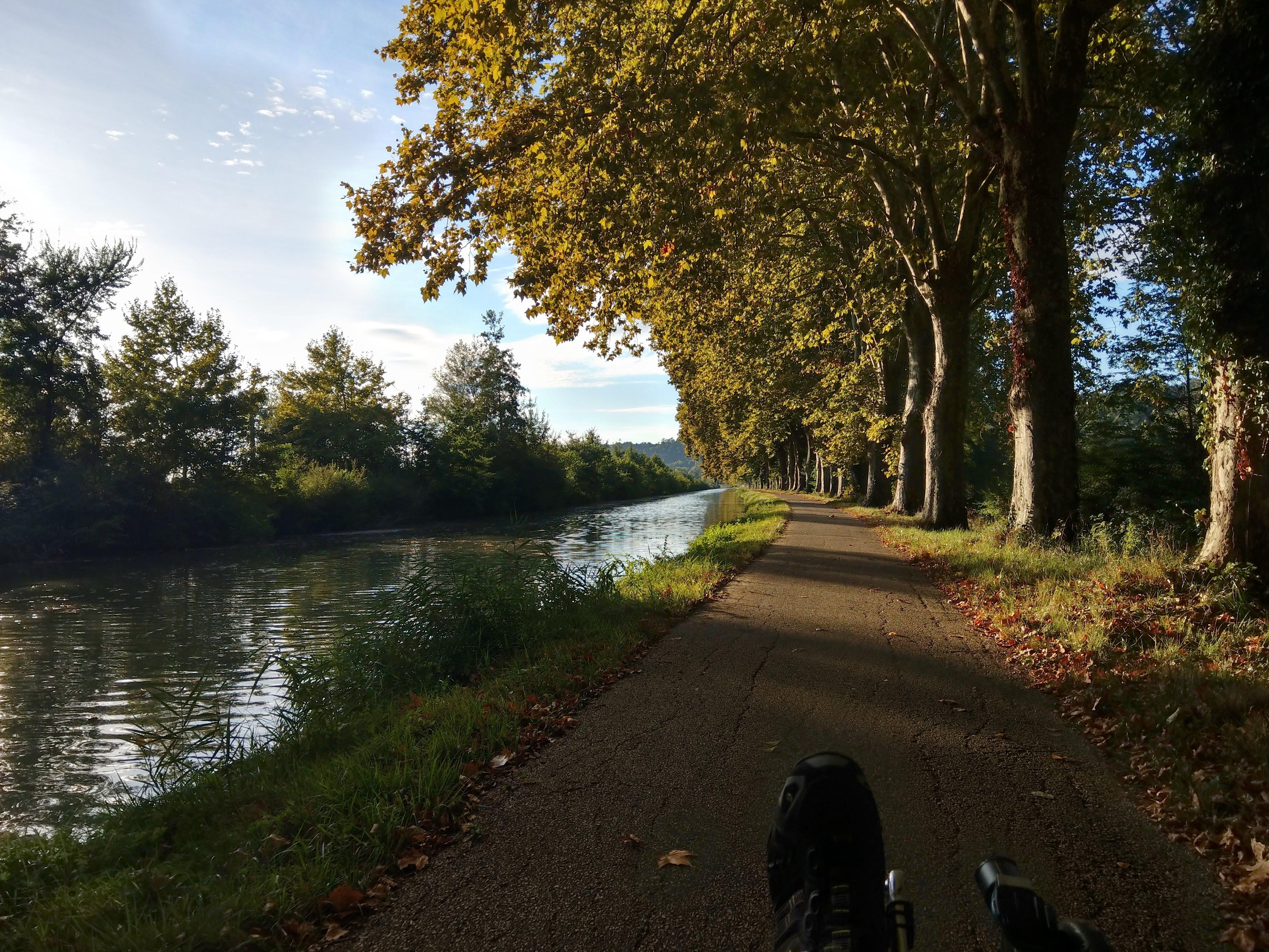 Radweg am Garonne-Seitenkanal