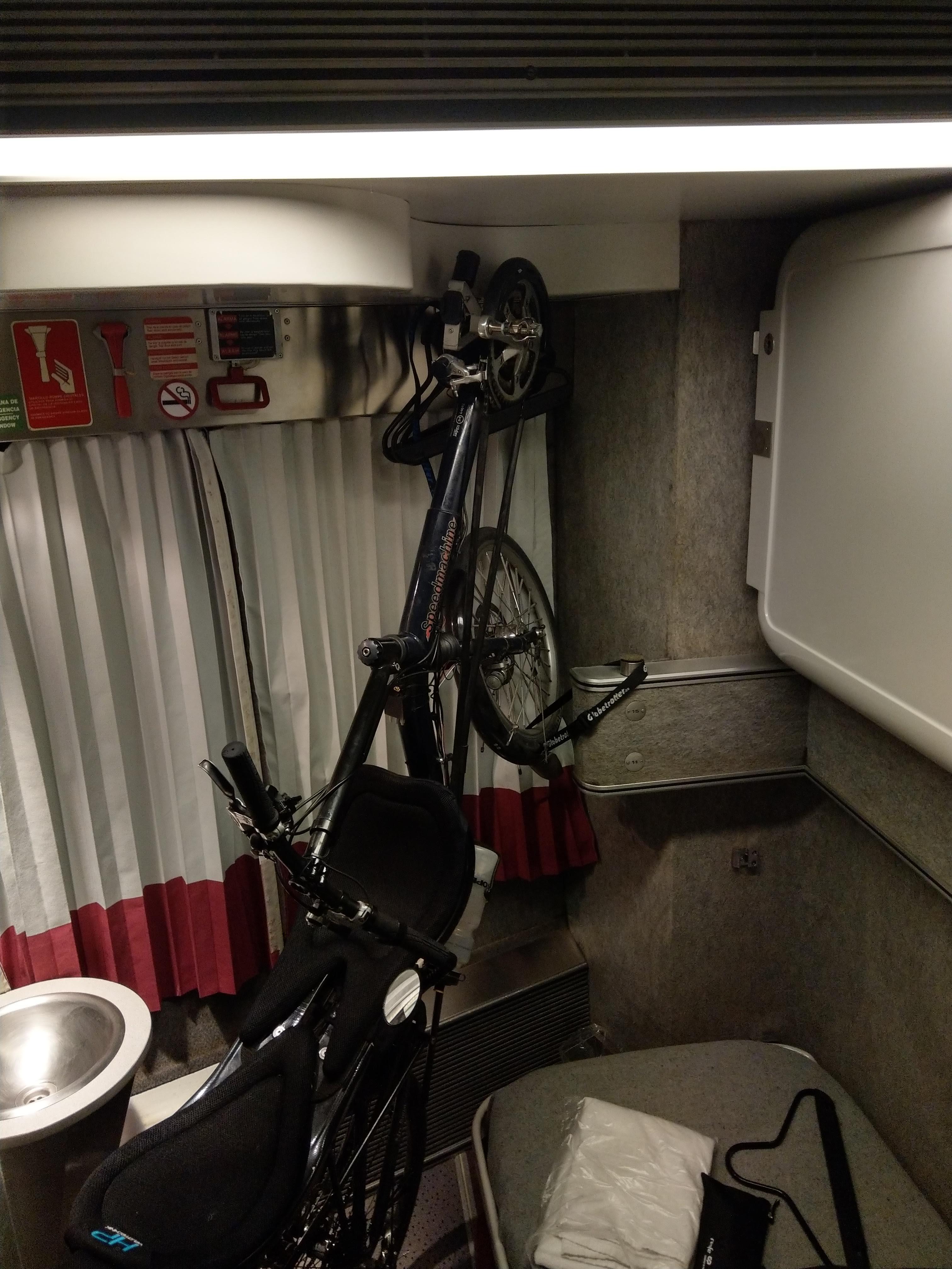 Fahrrad im Nachtzugabteil