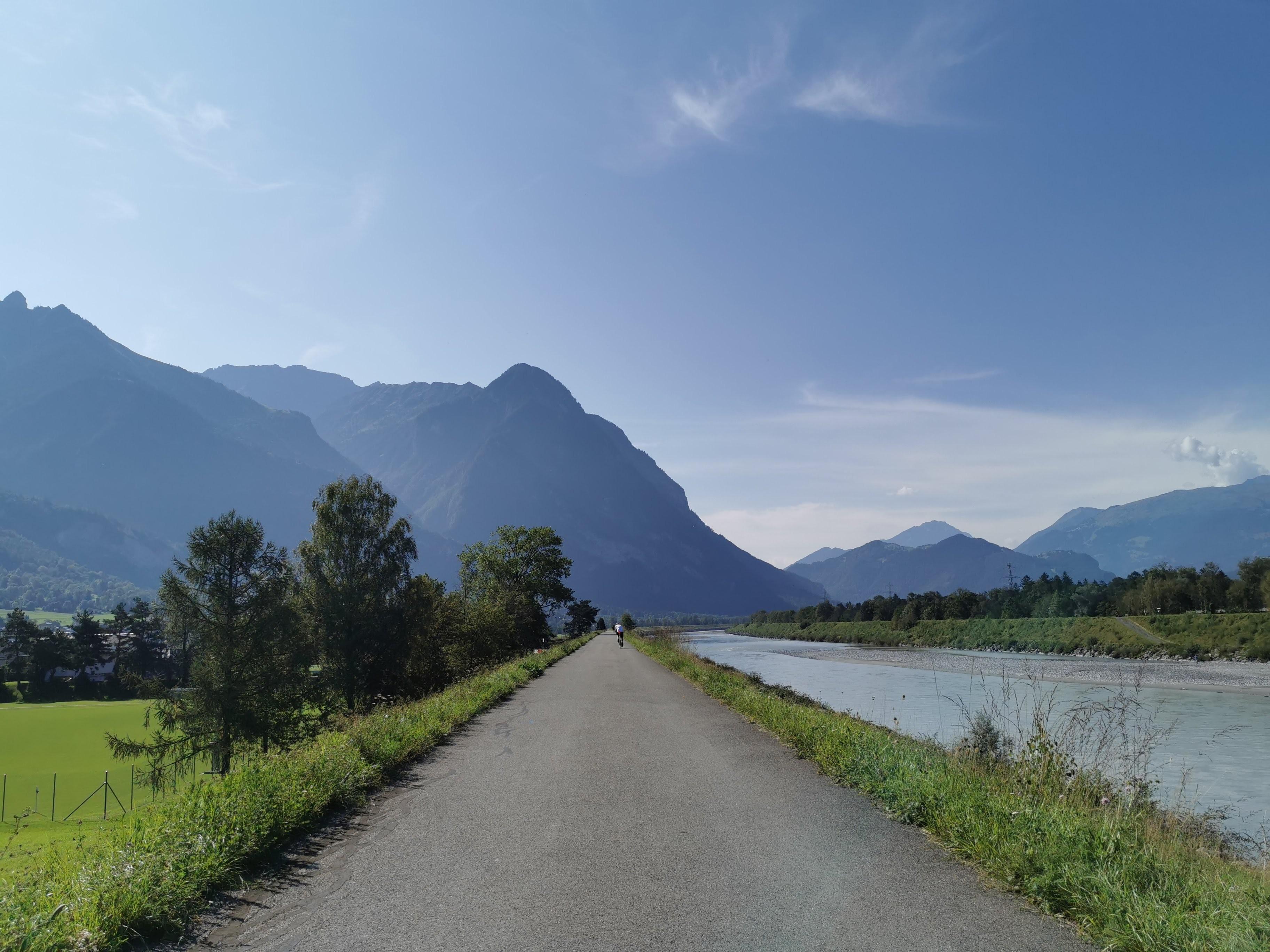 Radstrecke am Rhein