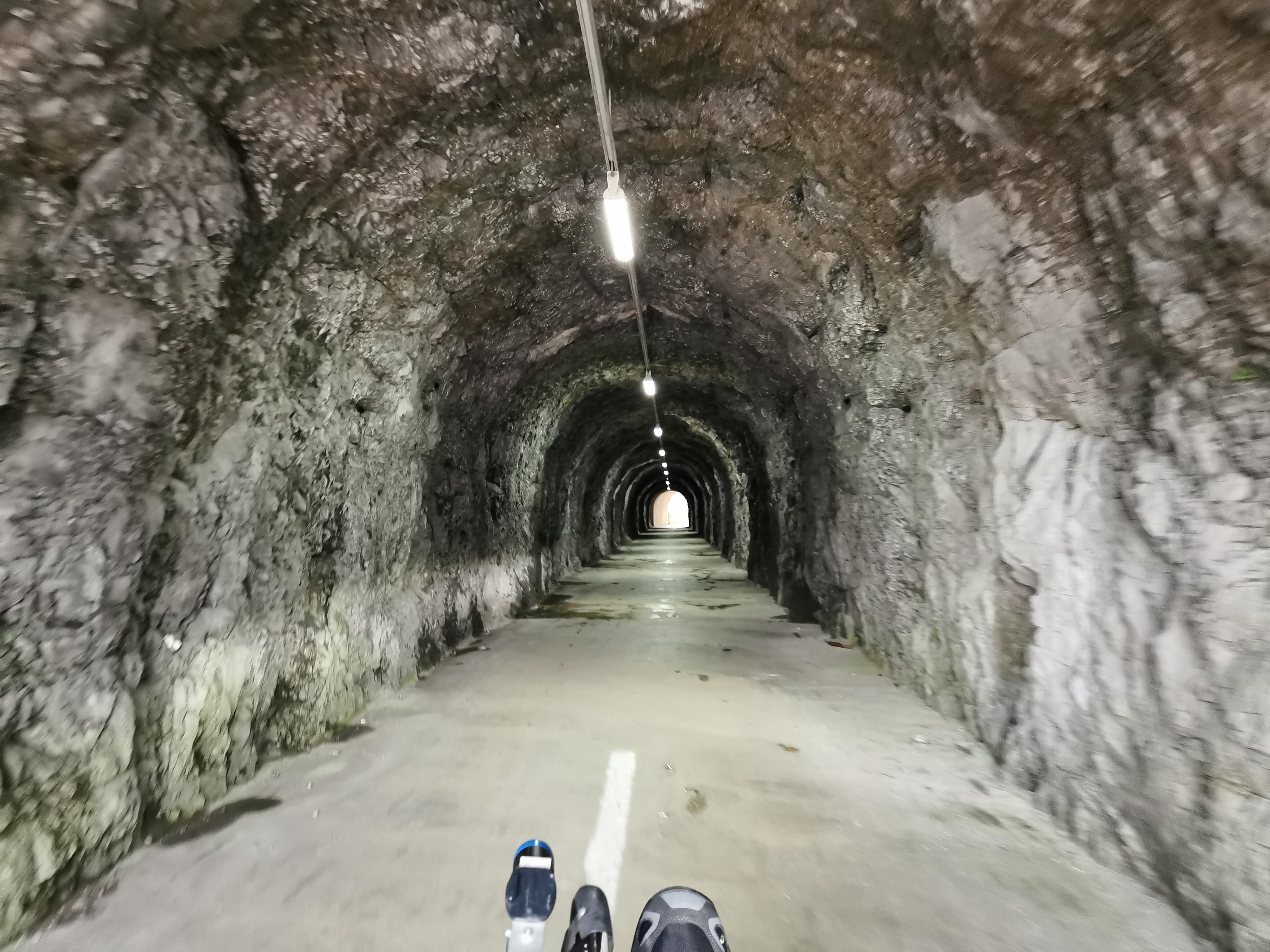 Tunnel an der Talsperre
